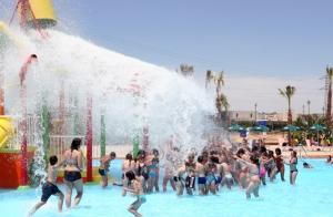 http://oferplan-imagenes.laverdad.es/sized/images/aqua-natura-parque-acuatico-ofertas-ocio-murcia-1-300x196.jpg
