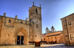 http://oferplan-imagenes.laverdad.es/sized/images/cáceres_1_thumb_1433780796-300x196.jpg