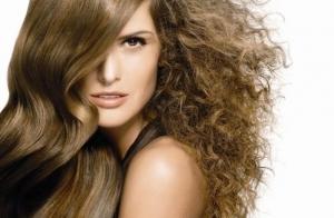 Sesión de peluquería con antiencrespamiento